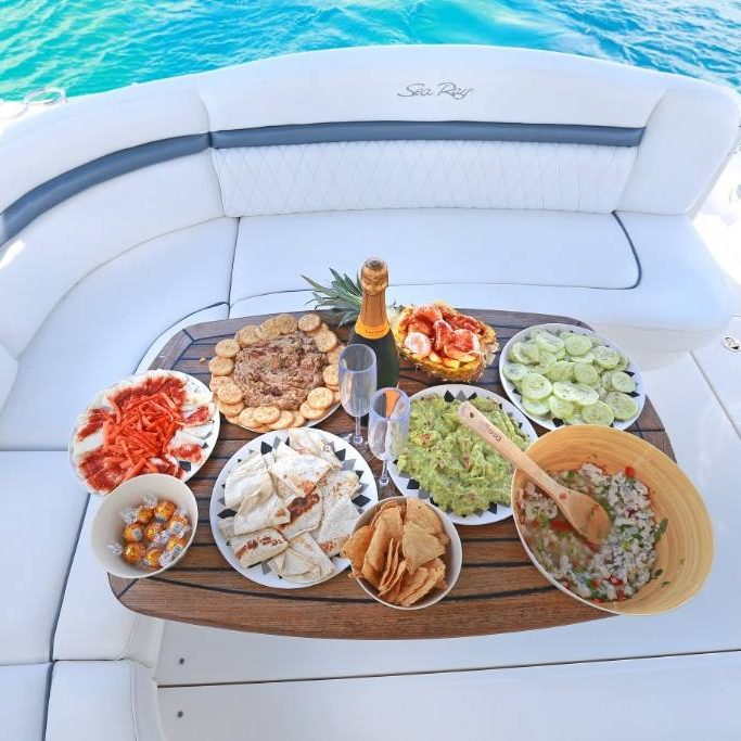 lunch vip boat
