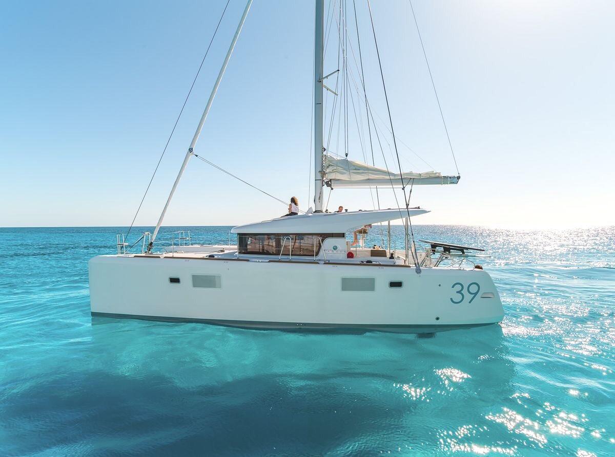 1. Deluxe Cozumel catamaran_lagoon_39-1